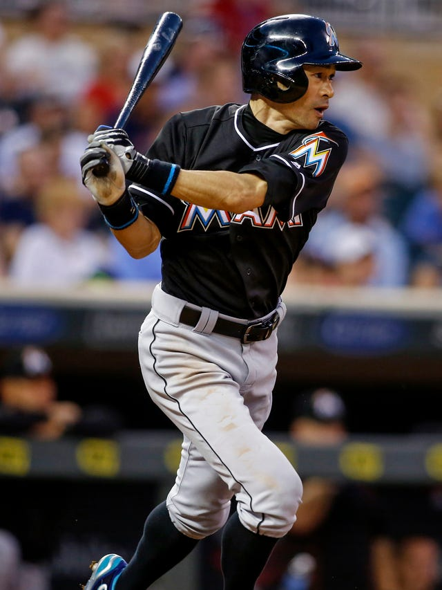 As Ichiro closes in, Pete Rose chafes: 'They're trying to