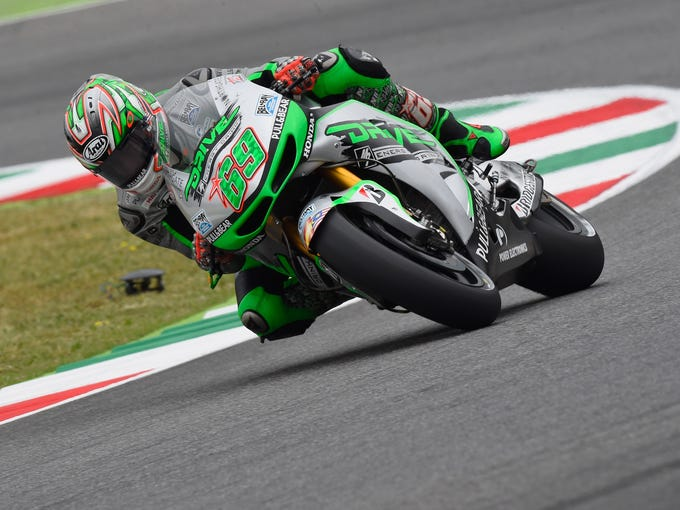 34d2b32793 ... practice for Italian MotoGP. The Kentucky Kid - Nicky Hayden of USA and  Drive M7 Aspar rounds a corner during