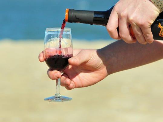 -sby 0928 Beachcomber Wineonbeac_20120925.nal
