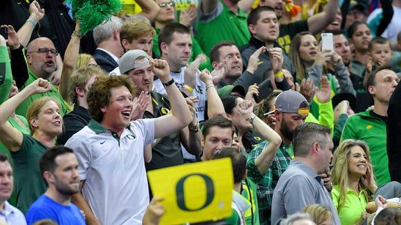 Mar 25, 2017; Kansas City, MO, USA; Oregon Ducks fans