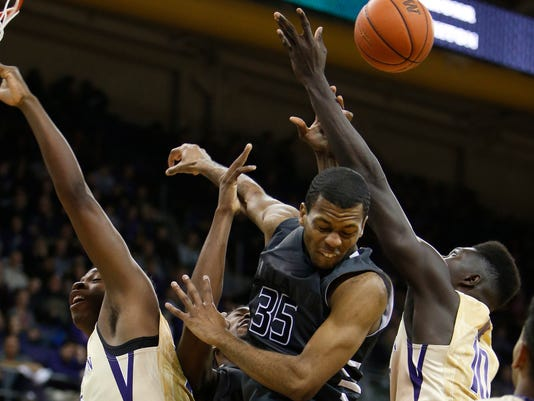 NCAA Basketball: Oakland at Washington