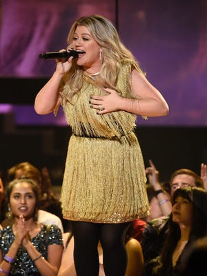 Kelly Clarkson, seen here at Sunday's Billboard Music Awards, will give her first CMA Awards performance on June 6.