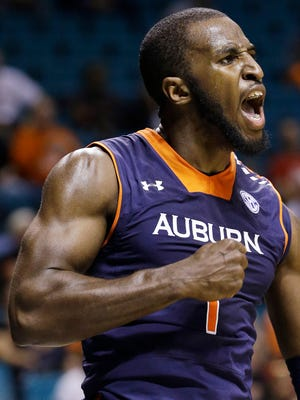 Auburn's K.T. Harrell scored 20 points in a 71-69 win over Oregon State.