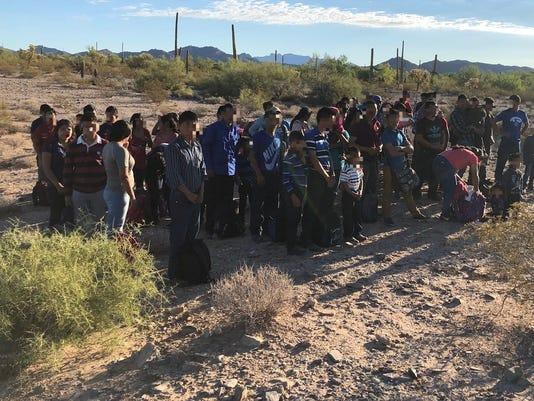 Patrulla Fronteriza de EEUU investiga paso de grandes grupos de migrantes