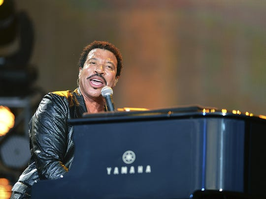 Lionel Richie left the Commodores to pursue a solo career in 1982.