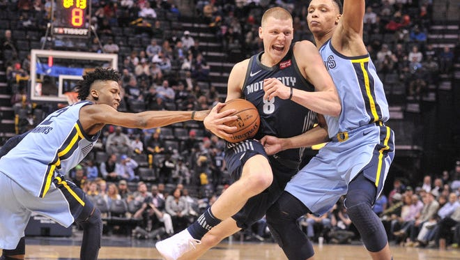 Detroit Pistons forward Henry Ellenson (8) goes to the basket against Memphis Grizzlies guard Kobi Simmons (2) and Memphis Grizzlies forward Ivan Rabb (10) during the first half at FedExForum.