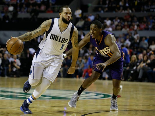 Dallas Mavericks Deron Williams drives the ball past Phoenix Suns Brandon Knight in the first half of their regular-season NBA basketball game in Mexico City, Thursday, Jan. 12, 2017. (AP Photo/Rebecca Blackwell)