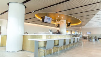 The bar inside United's new United Club at LAX.