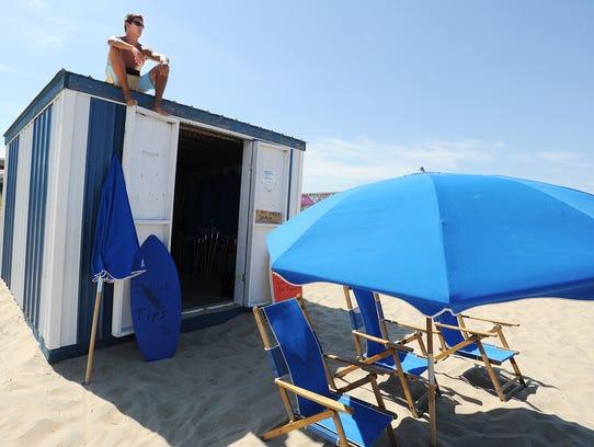 062414-beach.stand.guy-cs.2865.jpg