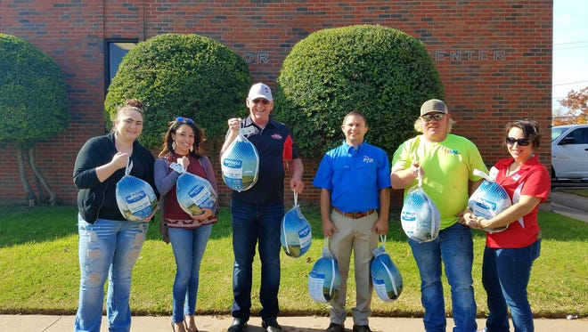 Cumulus Broadcasting – 94.9 Outlaw, 99.9 KLUR, and 104.7 The Bear – donated frozen turkeys to be used for meals for THE Kitchen's Meals on Wheels community.