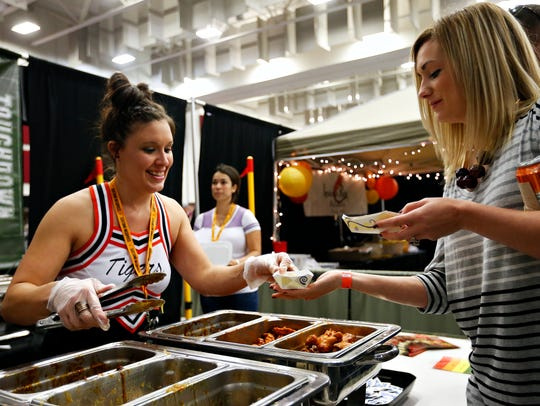 Ashley Nigh serves wings to Wingapalooza attendee Sarah
