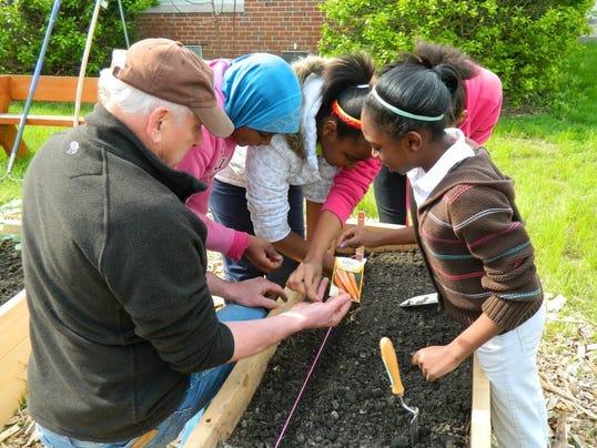 636293287136379934-carrots-teaching-garden.jpg