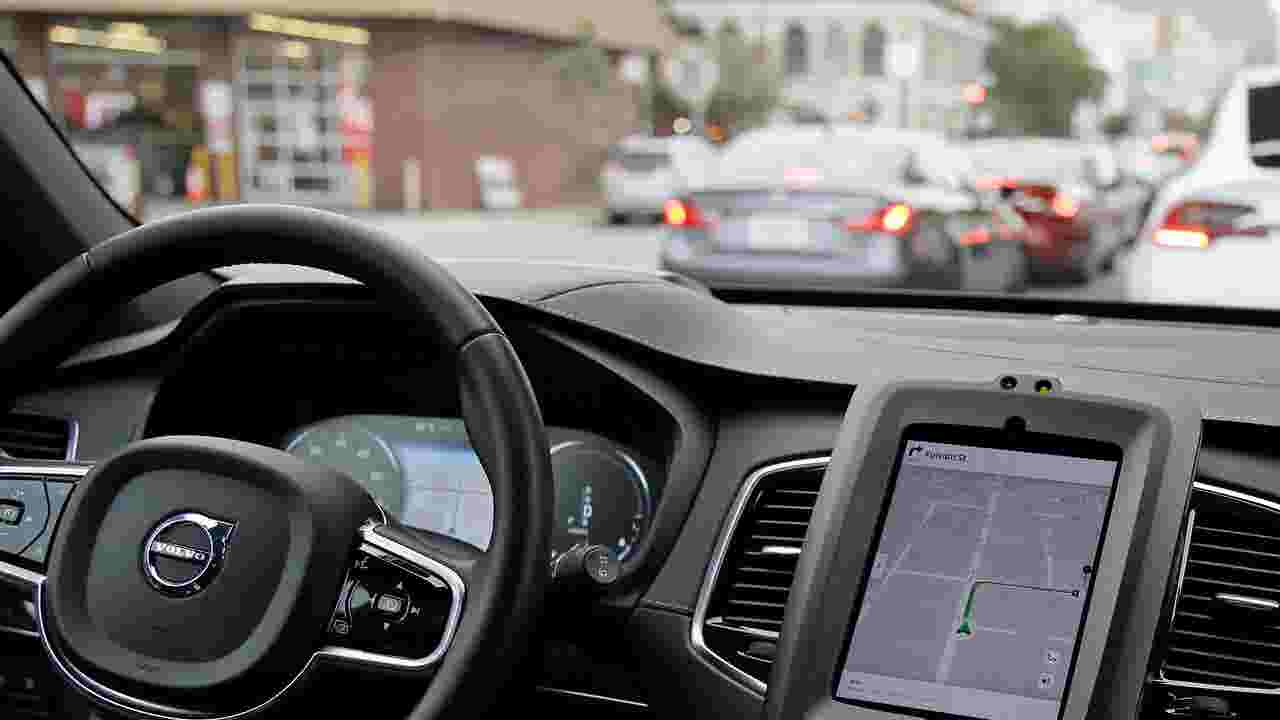 Edmunds Takes Closer Look At Tesla Cadillac And Nissan Semi Autonomous Driving Systems