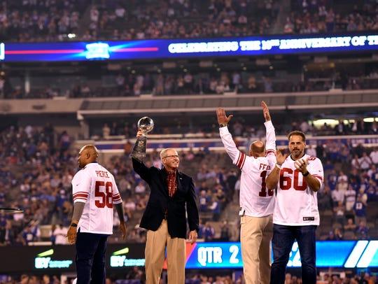 (L-R) From the 2007 Super Bowl XLII winning team, Antonio