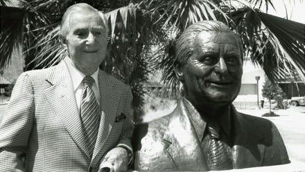 Cliff Henderson at presentation of bust at El Paseo Drive