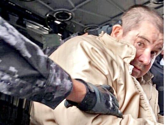 El narcotraficante Joaquín 'Chapo' Guzmán en uno de sus traslados por helicóptero.