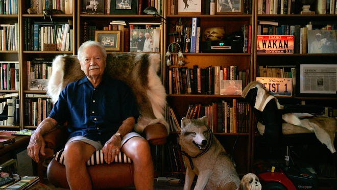 In this 2012 photo, Bill Edelen sits in a chair surrounded by books in his Palm Springs home.  At the time Edelen was holding a symposium wher he discussed great literature and philosophical books.