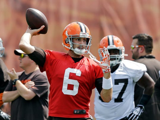 Cleveland Browns quarterback Brian Hoyer (6) fires a pass during practice at the NFL football team's facility in Berea, Ohio Wednesday, Sept. 3, 2014. Hoyer starts the regular season for the Browns against the Steelers in Pittsburgh Sunday. (AP Photo/Mark Duncan)