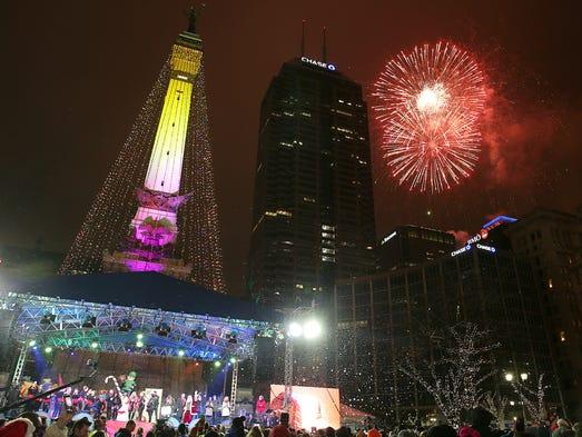 Thousands kick off holiday season at indianapolis circle for Tree lighting indianapolis