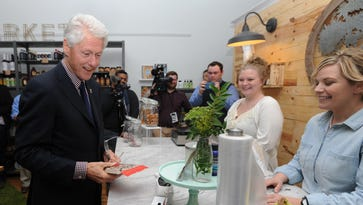 Former President Bill Clinton visits Chillicothe