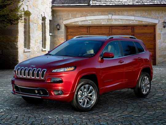 The 2018 Jeep Cherokee, a vehicle that has a significant discount going into Memorial Day weekend. Buyers will land on the Cherokee for its off-road abilities, and Edmunds particularly likes the Trailhawk trim.