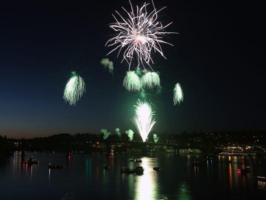 636345641860494610-Fireworks-Bridge-Blast-22.JPG