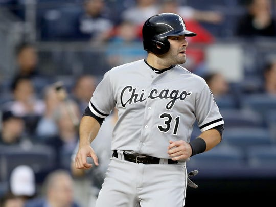 Alex Avila #31 of the Chicago White Sox scores off a hit from teammate Jose Abreu in the second inning against the New York Yankees at Yankee Stadium on May 13, 2016 in the Bronx borough of New York City.