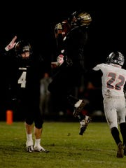 Winchester's Kiante Enis catches a pass against Eastbrook's