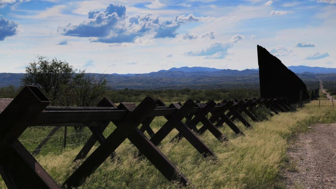 Si votantes en Arizona legalizan el uso recreativo de la mariguana, pronto podría haber tiendas en la frontera, donde se trafica a diario.