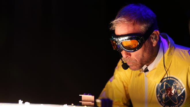 "Alton Brown will kick off the fall 28-city tour of his ""Eat Your Science"" live show in Springfield Oct. 17, 2017."