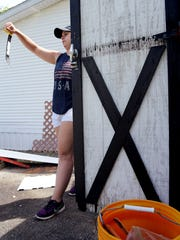 Angela Touchton, 16, of Wrightsville, returns a pry