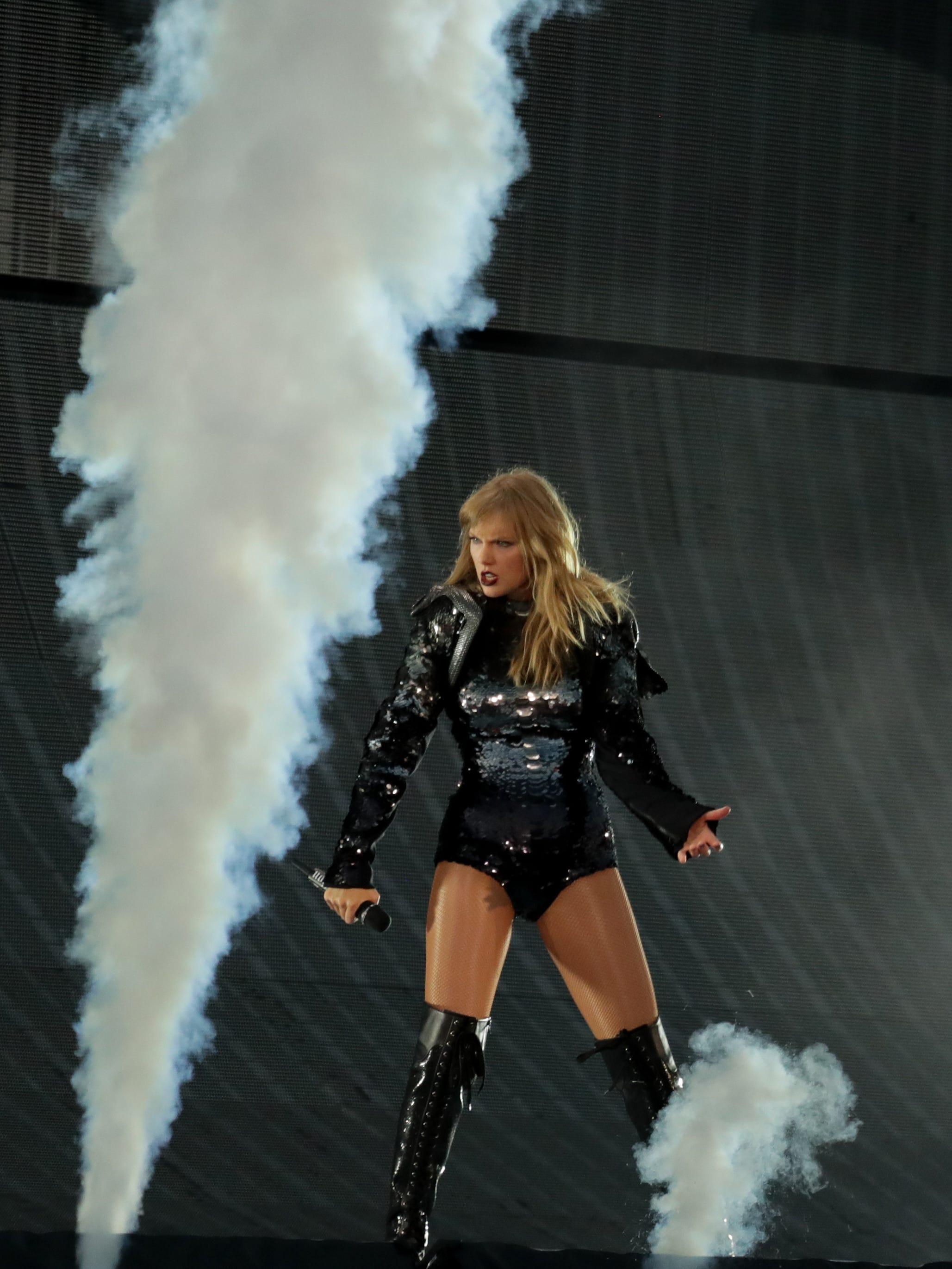 Taylor Swift S Reputation Tour Wowed Fans In Louisville