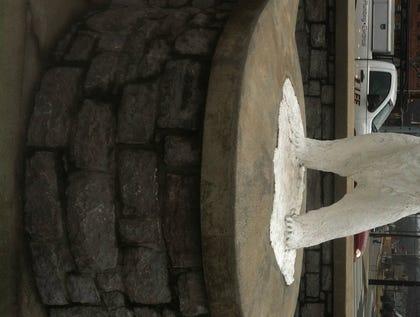 Plaza polar bear