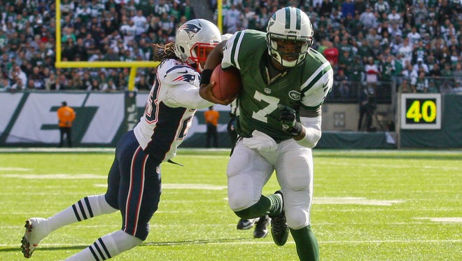 New York Jets quarterback Geno Smith (7) runs for a touchdown during the second half of their game against the New England Patriots at MetLife Stadium in East Rutherford, N.J. on Oct. 20, 2013.