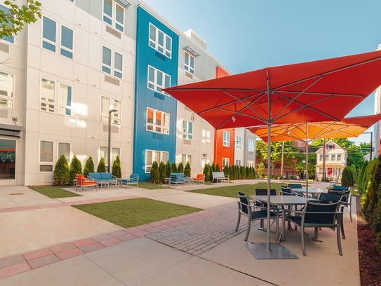 The courtyard at the Cobalt has a pinic area.