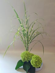 While it takes years of study to earn teaching credentials in ikebana, it's possible to pick up a basic introduction to the craft in a lesson or two.