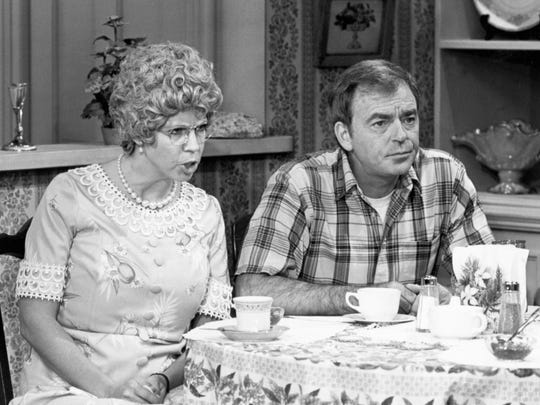 "Ken Berry and Vicki Lawrence starred in the sitcom ""Mama's Family"" from 1983 to 1990."