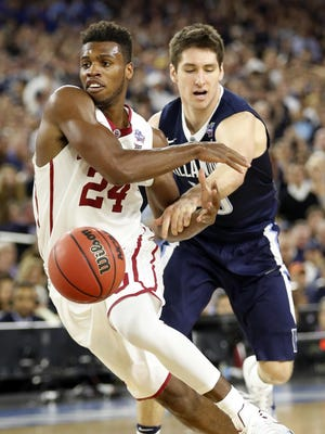 Oklahoma's Buddy Hield, left, and Villanova's Ryan Arcidiacono battle for a loose ball Saturday night during the second half of the national semifinals in Houston.