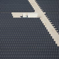 Solar users protest APS fees