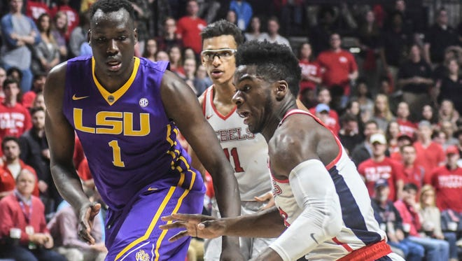 Ole Miss guard Terence Davis (3) scored 22 of his career-high 33 points in the second half vs. LSU.