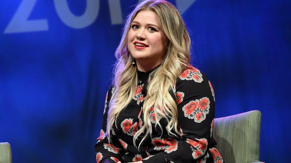 Kelly Clarkson had the perfect response to this troll's body