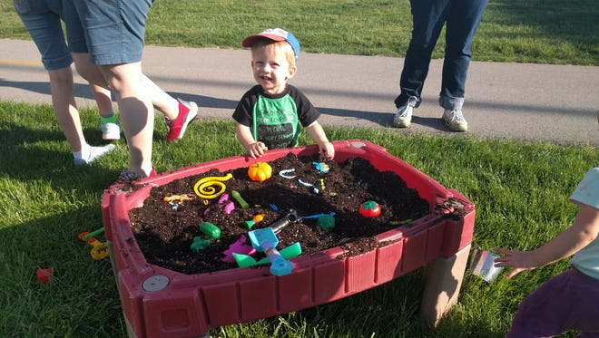 """On Friday from 4:30-6:30 p.m. at Union Park (725 Thompson Ave.), the Des Moines Children's Museum will debut its summer traveling exhibit """"Let's Play Outside!"""""""
