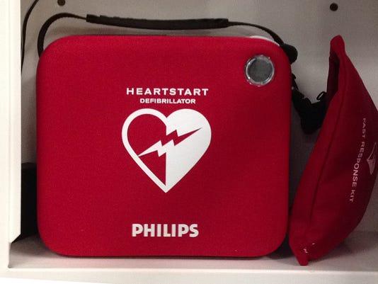 -INIDefibrillatorPlane.jpg_20140721.jpg