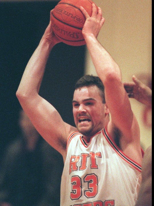 Rit S Jones To See His No 33 Head To Rafters Of Clark Gym