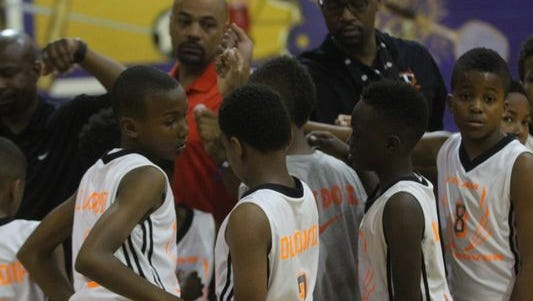 Players and coaches from Team Takeover 10U Orange huddle together before their pool play game Sunday at Clarksville High. (Photo: GEORGE ROBINSON/THE LEAF-CHRONICLE)