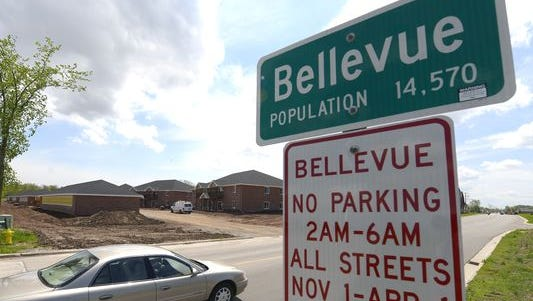 A population sign in the village of Bellevue.
