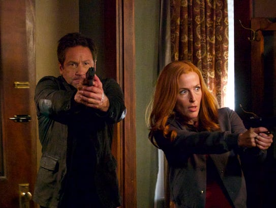 Mulder (David Duchovny) and Scully (Gillian Anderson)