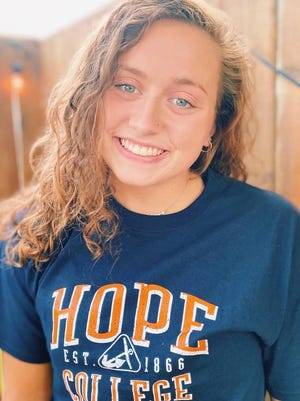 Audra Eding committed to Hope College for swimming.