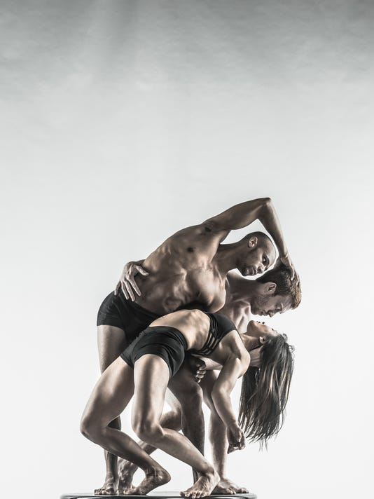 Pilobolus_Studio6_Robert-Whitman.jpg