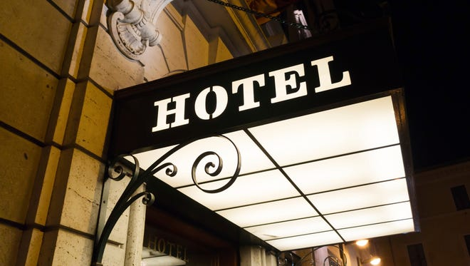 There are a number of mobile apps that either specialize in last-minute hotel bookings or have sections that do.